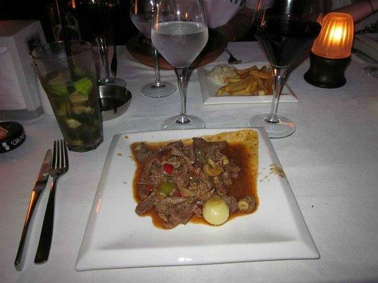 Liman Restaurant Lounge Club: Supergott - gryta på kött o kyckling med goda kryddor kokt i lerkruka.
