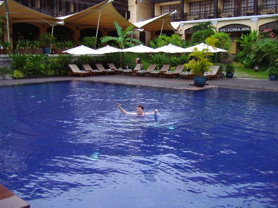 Victoria Angkor Resort & Spa: pool and grounds