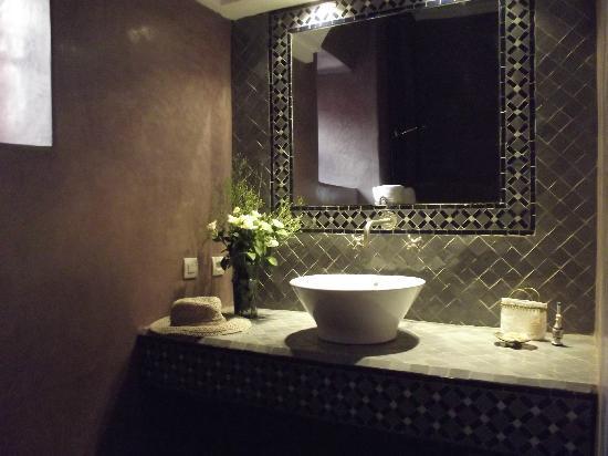 Riad Alnadine: salle de bain chambre Hajjama