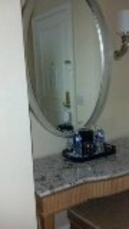 The Ritz-Carlton, Cleveland: bathroom