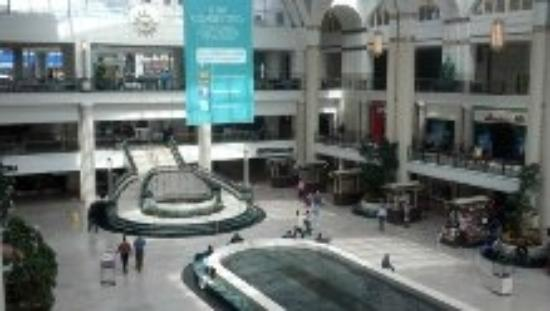 ‪ذا ريتز - كارلتون كليفلاند: the mall connected to the hotel‬