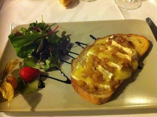 Аржанте, Франция: dessert pont l'évêque avec de la poire