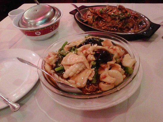 Silver Pond Restaurant: Pan-fried noodle with squid, shrimp, and scallop; black pepper shrimp