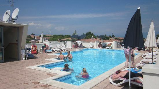 Zwembad Op Dakterras : Dakterras en zwembad picture of hotel alfieri sirmione