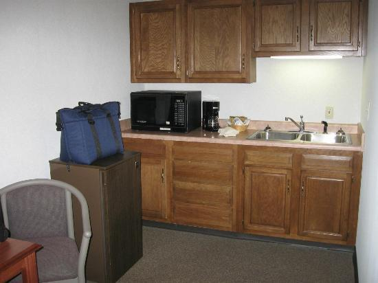 Comfort Inn Dover : The kitchenette