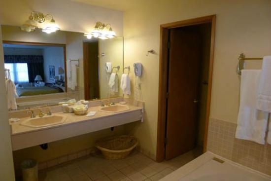 The Pines Resort: suite room