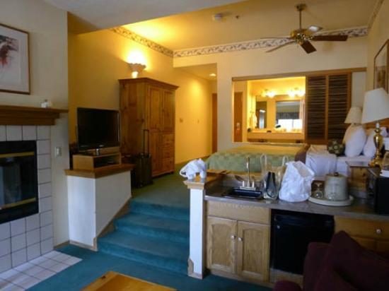 The Pines Resort: suite room