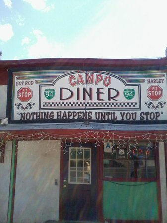 Campo Diner : The front entrance is on Campo Rd.