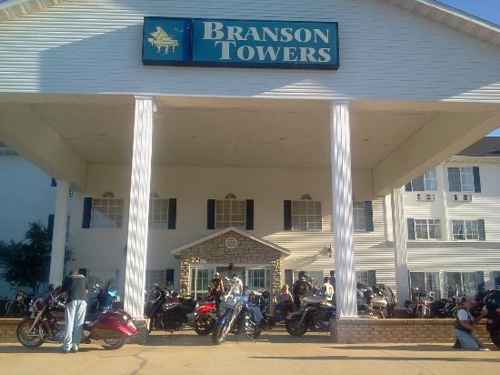 Branson Towers Hotel: Branson Towers entrance area