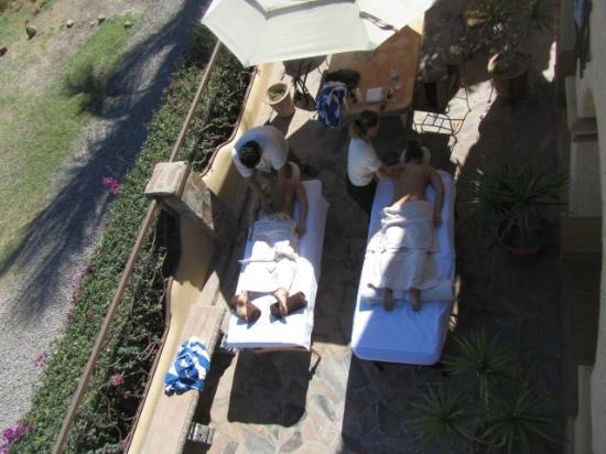 Hamman's Vacaciones de Renta en Loreto: Having a massage on the patio--doesn't get much better!