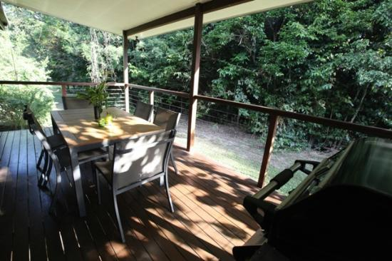 TreeHouse Retreat BnB: Deck and BBQ