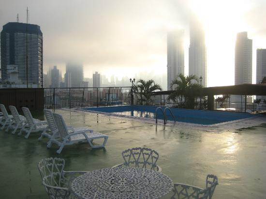 Caribe Hotel: La piscina y la azotea