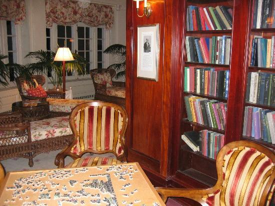 The Omni Homestead Resort: The first floor library, great place for computing, reading, lounging