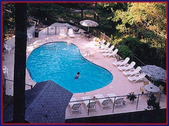 The Trails Inn: Heated Pool on the Back