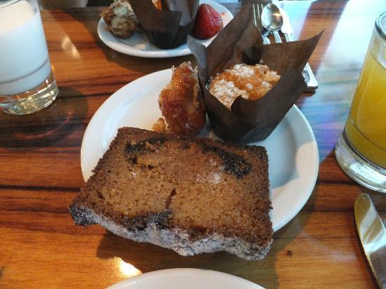 Big Island Breakfast at Water's Edge: Breakfast buffet breads