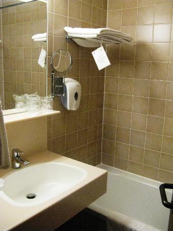 Danubius Health Spa Resort Sarvar: bathroom, 4th floor , Hotel Danubius Spa, Sarvar