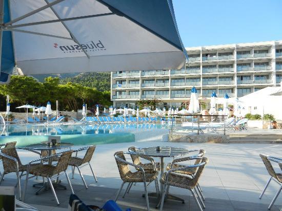 Bluesun Hotel Elaphusa: Poolbereich des Hotels