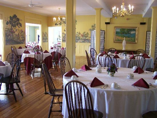 Asticou Restaurant: L'intérieur de la salle à manger