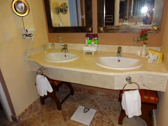 Paradisus Rio de Oro Resort & Spa: Bath - RS Room