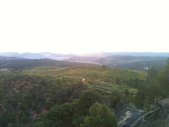 Zion Ponderosa Ranch Resort: Sunset view from the top of the hill to the west