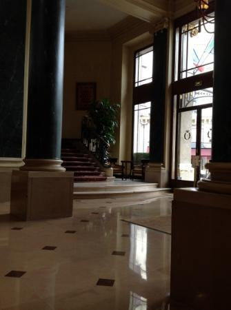 Hotel du Louvre: reception area