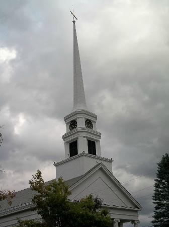 The Stowe Inn: Church Steeple so New England