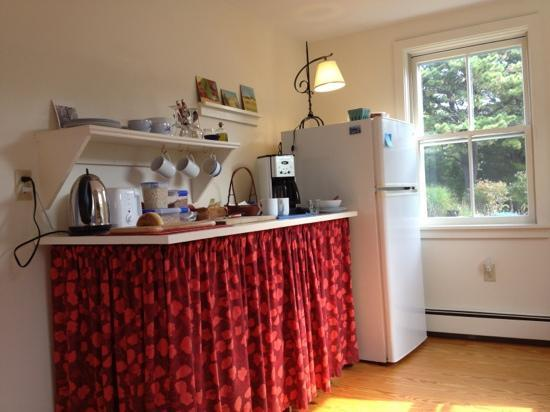 The Broad Meadow Bed & Breakfast: coffee, homemade bread, fresh oj, fruit