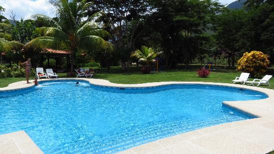 Hotel Posada La Bokaina: La piscina