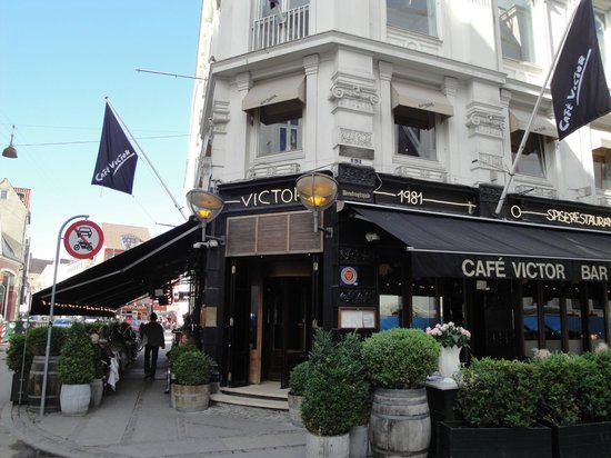 Cafe Victor: restaurant from street