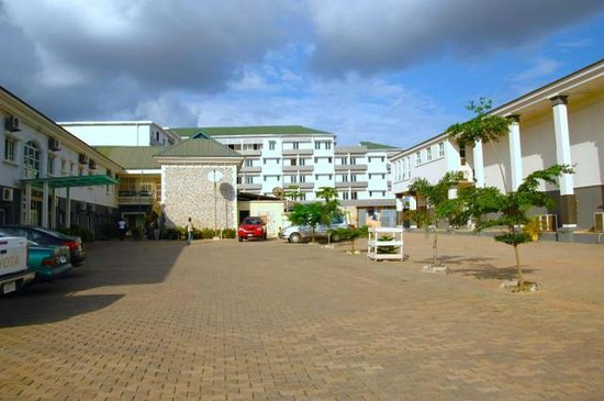 Golden Tulip Essential, Benin City: full hotel view