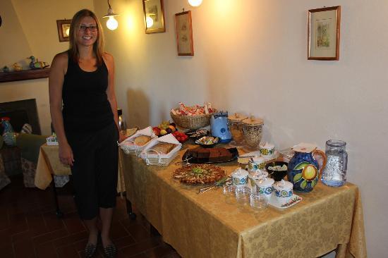 Agriturismo Poggio al Sole: Breakfast Table