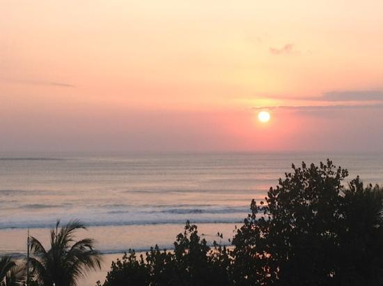 Maharani Beach Hotel: gorgeous sunsets