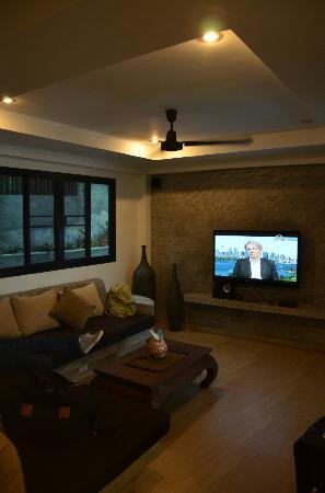 Koh Tao Heights Boutique Villas: Living room with our friend Tanya Plibersek