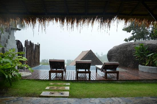 Koh Tao Heights Boutique Villas: Even when it's raining it's pretty!