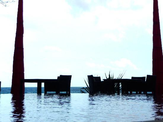 Kata Beach Resort and Spa: infinaty pool