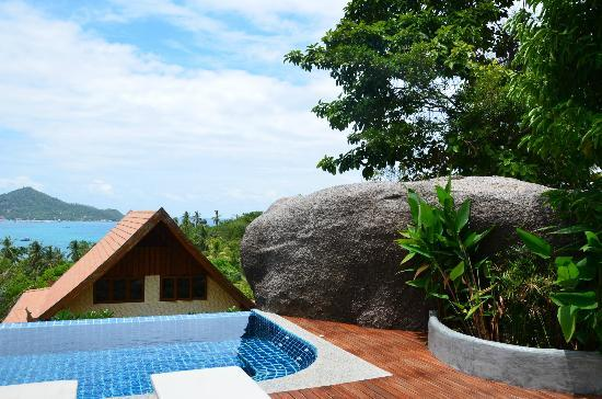 Koh Tao Heights Boutique Villas: A big sculptural concrete mound provides privacy