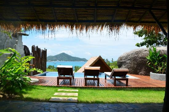 Koh Tao Heights Boutique Villas: View from the outdoor living area, over the pool and out over Koh Tao