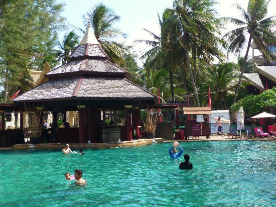 Kata Beach Resort and Spa: pool bar