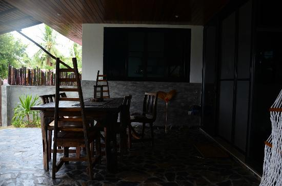 Koh Tao Heights Boutique Villas: The outdoor dining area