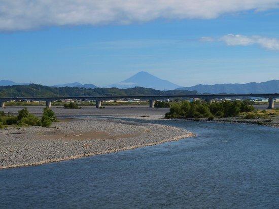 Shimada, Japan: 晴れた日には蓬莱橋から富士山が見えます