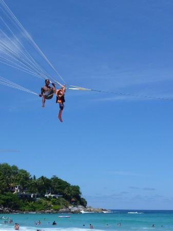 Kata Beach Resort and Spa: parasailing
