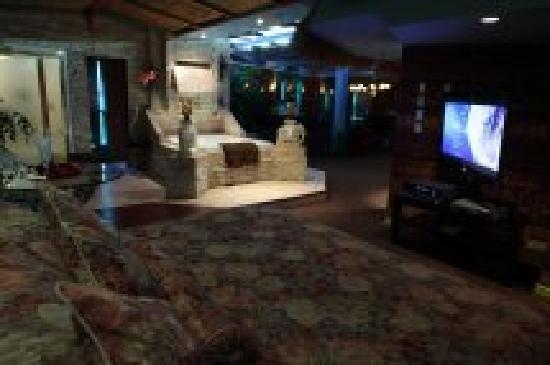 Mariaggi's Theme Suite Hotel & Spa: Jakarta Tropical Penthouse.  3,000 sq.ft. Canada's Largest Hotel Suite.  Pool Table, Baby Grand