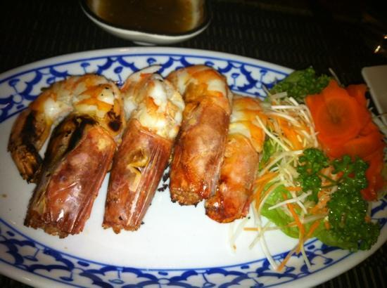 The Golden Elephant Thai Restaurant: giant prawns! Delicious!