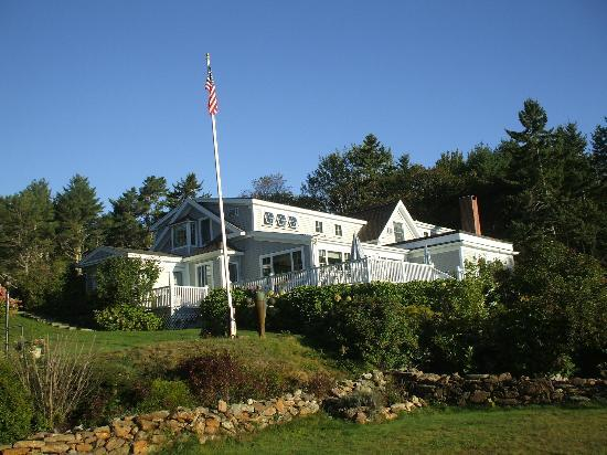 The Mooring Bed and Breakfast: The B & B side facing the ocean