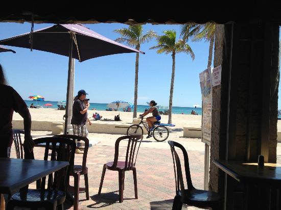 Angelfish Inn: Really close cafes within walking distance on the boardwalk