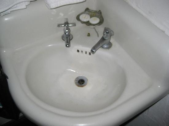 Panama Hotel: Sink