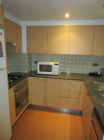 Medina Serviced Apartments Martin Place: Kitchen - 1BR Apartment