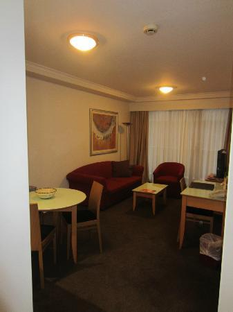 Medina Serviced Apartments Martin Place: Living/Dining Area - 1BR Apartment