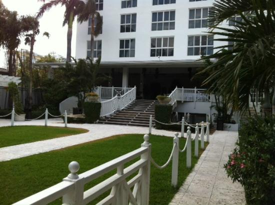 The Palms Hotel & Spa: BACK OF HOTEL