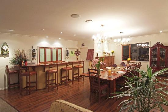 Chalet Eiger: Dining room & Bar